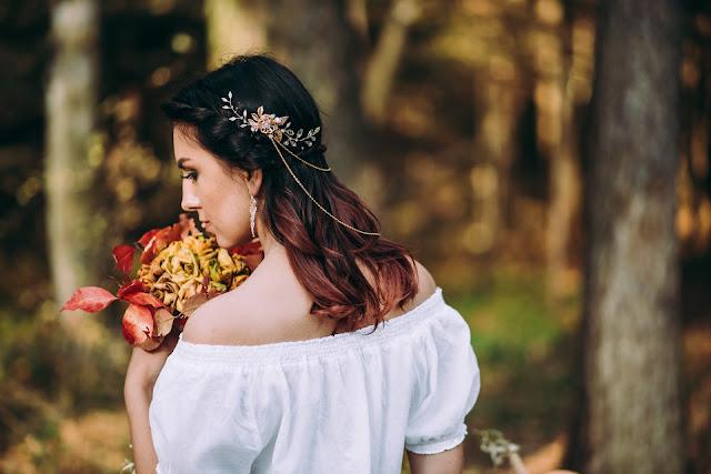Fryzura ślubna bogo z grzebieniem