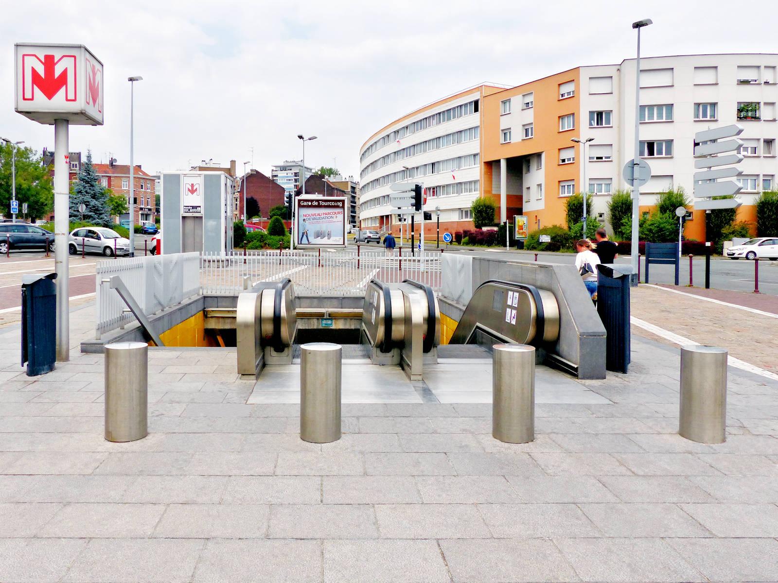 """Station Métro """"Gare de Tourcoing"""" - Place Sébastopol, Tourcoing."""