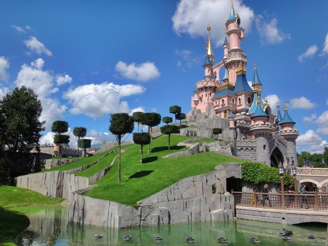 Disneyland París en un día soleado