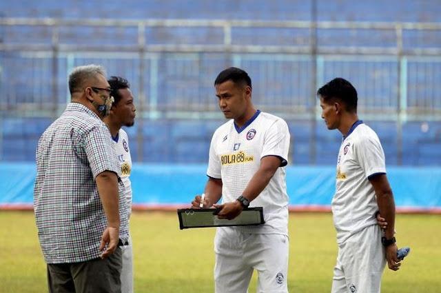 Arema FC Mencari Pelatih Baru Saja