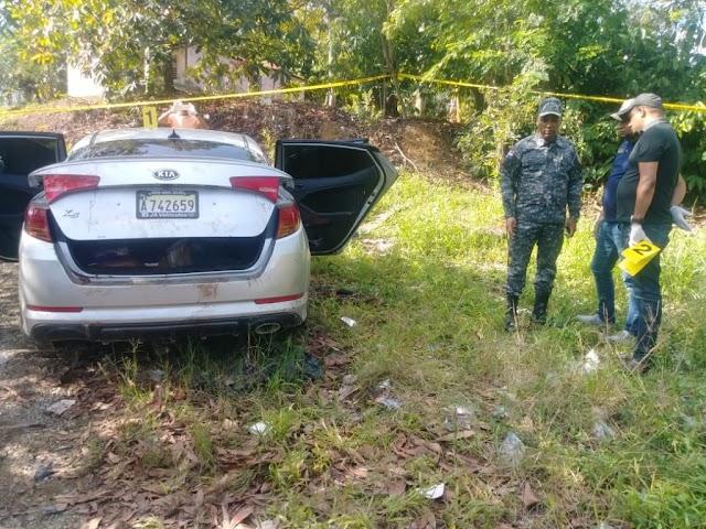 Hallan tres cadáveres dentro de un carro-Mira el VIDEO