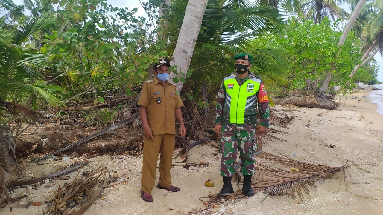 Ingin Mengetahui Asal Usul Objek Wisata Pulau Kemudi, Babinsa R Damanik Lakukan Komsos Dengan Kades Cemaga Tengah
