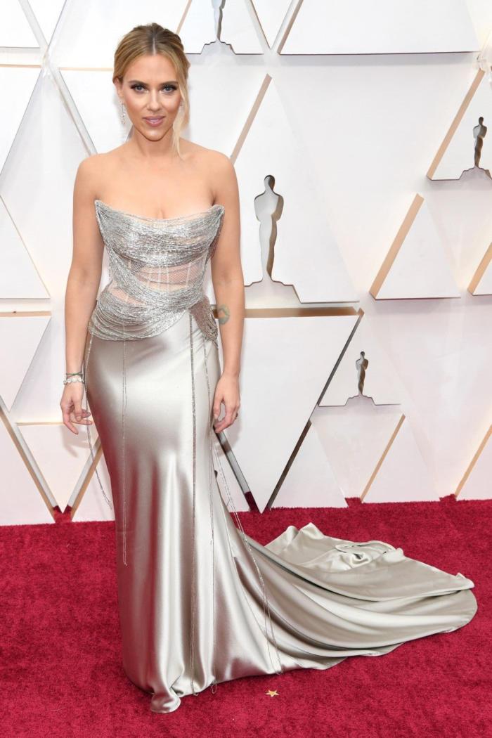Hot Hollywood actress Scarlett Johansson in a classy attire