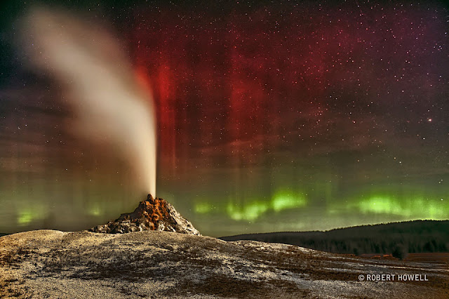 Cực quang trên bầu trời mạch nước ngầm White Dome. Tác giả: Robert Howell.
