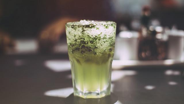 Bahaya Makan Mie di Barengi dengan  Minuman Bersoda