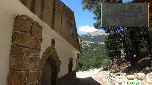Ruta circular por La Pedriza con ascensión al Yelmo y a la Tercera Torre saliendo de Canto Cochino