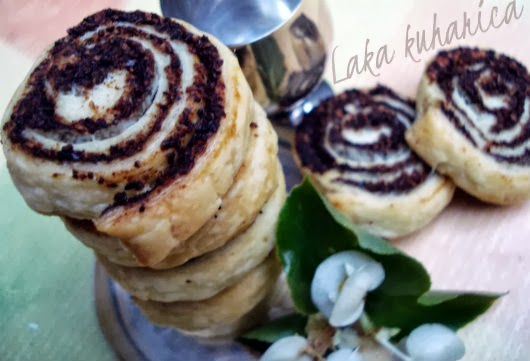 Carob swirls by Laka kuharica: easy and delightful sweet bites made with puff pastry.