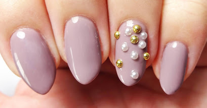 Gold Stud and Pearl Nails