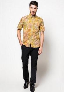 Ide baju batik ke kantor untuk pria