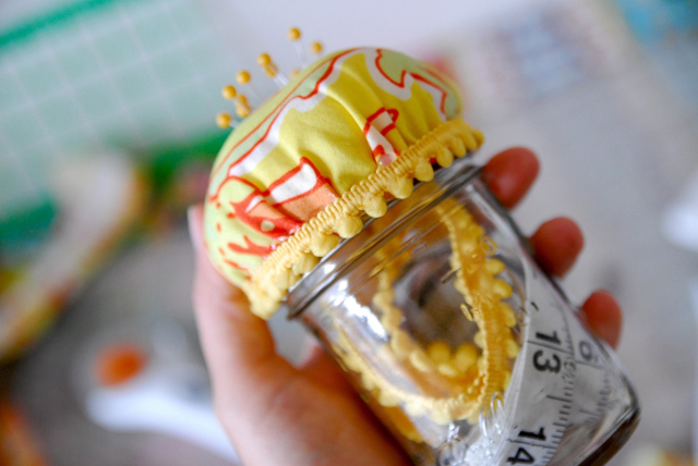 Learn how to make a Mason Jar Pincushion. Handy for extra sewing room storage. Tutorial by Pin Cut Sew.