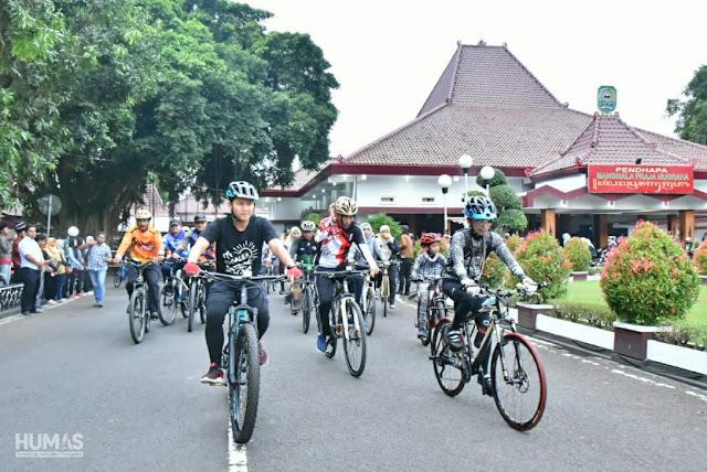 Bersama Kedunglo Biking Team, Bupati Trenggalek Gowes Bareng Forkopimda dan Masyarakat