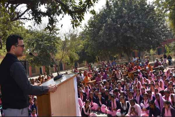 faridabad-dc-yashpal-yadav-address-mega-ptm-in-nit-3-girls-school