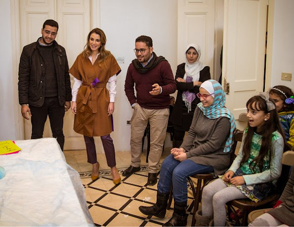 Queen Rania met with the members of the Phi Science Institute. Queen wore Fendi Dress and Balmain Coat, newmyroyals