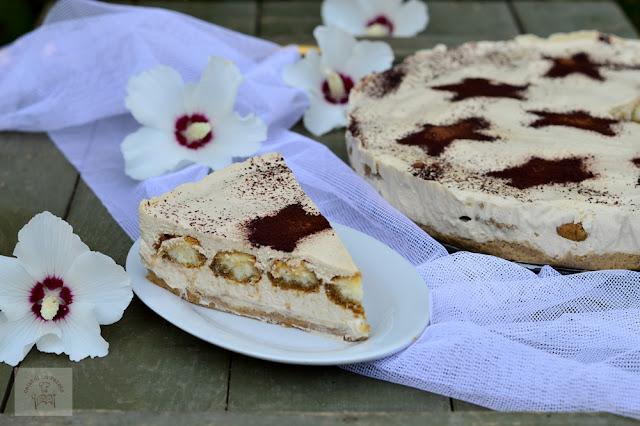 https://www.caietulcuretete.com/2016/08/cheesecake-tiramisu.html