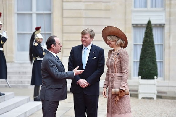 French President Francois Hollande, welcomes King Willem-Alexander and Queen Maxima of the Netherlands upon their arrival for a meeting, at the Elysee palace