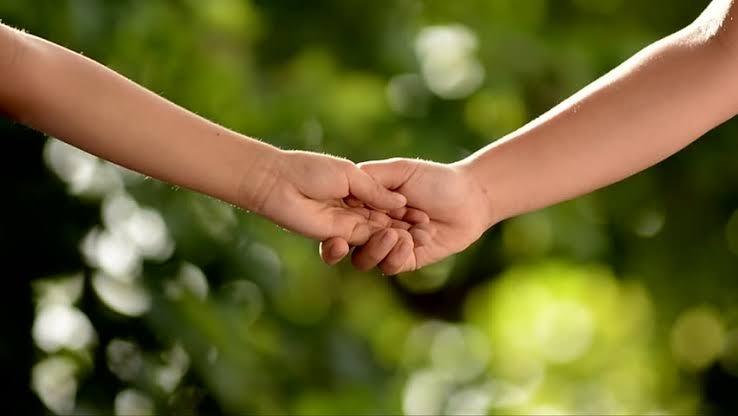 Ketika Anak Preteen Mulai Bertanya Soal Pacaran dan Ciuman