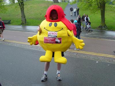 Mr Happy sensibilisation sur la leucémie en Angleterre