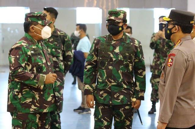 Pangdam III/Slw Dampingi Panglima TNI Dan Kapolri Tinjau Vaksinasi Di GOR Arcamanik -Bandung