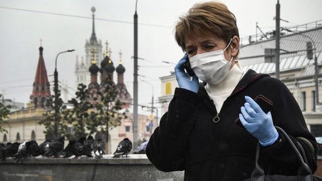 Moszkvában az ősz közepéig kötelező maradhat a maszkviselés