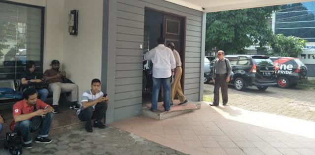 554 Petugas KPPS Gugur, Mulai Ramai Dokter Kumpul di Kantor Pengacara Elza Syarief