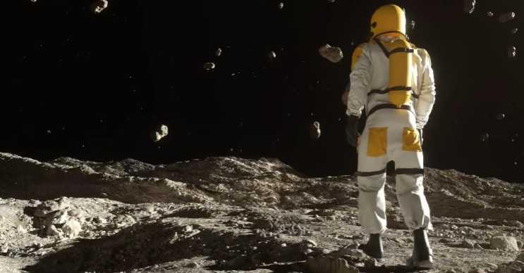 Ceres bilinen en büyük asteroitti, fakat şimdi cüce bir gezegen olarak sınıflandırıldı.