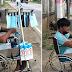50-Anyos na Tatay, Matiyagang Nagtitinda ng Facemasks at Faceshields sa Ilalin ng Tirik ng Araw!