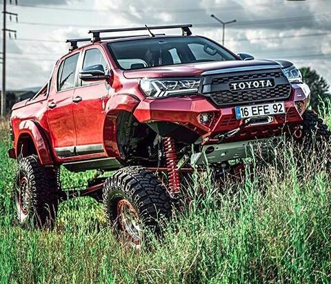 Modifikasi Toyota Hilux Merah