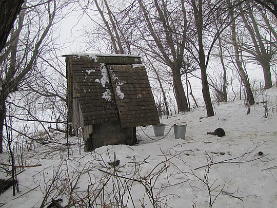 Studnia w ocalałym łemkowskim obejściu.