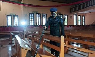 Jibom Brimob Sumut Sterilisasi Gereja di Medan Jelang Misa Natal