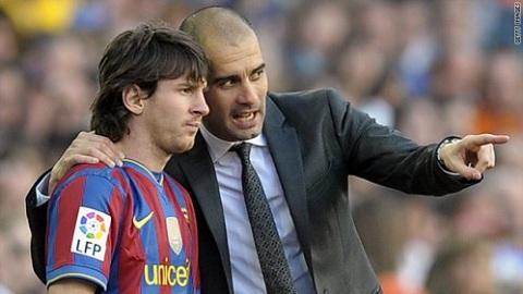 Khi ra mắt Barcelona, Messi mang áo số 30.