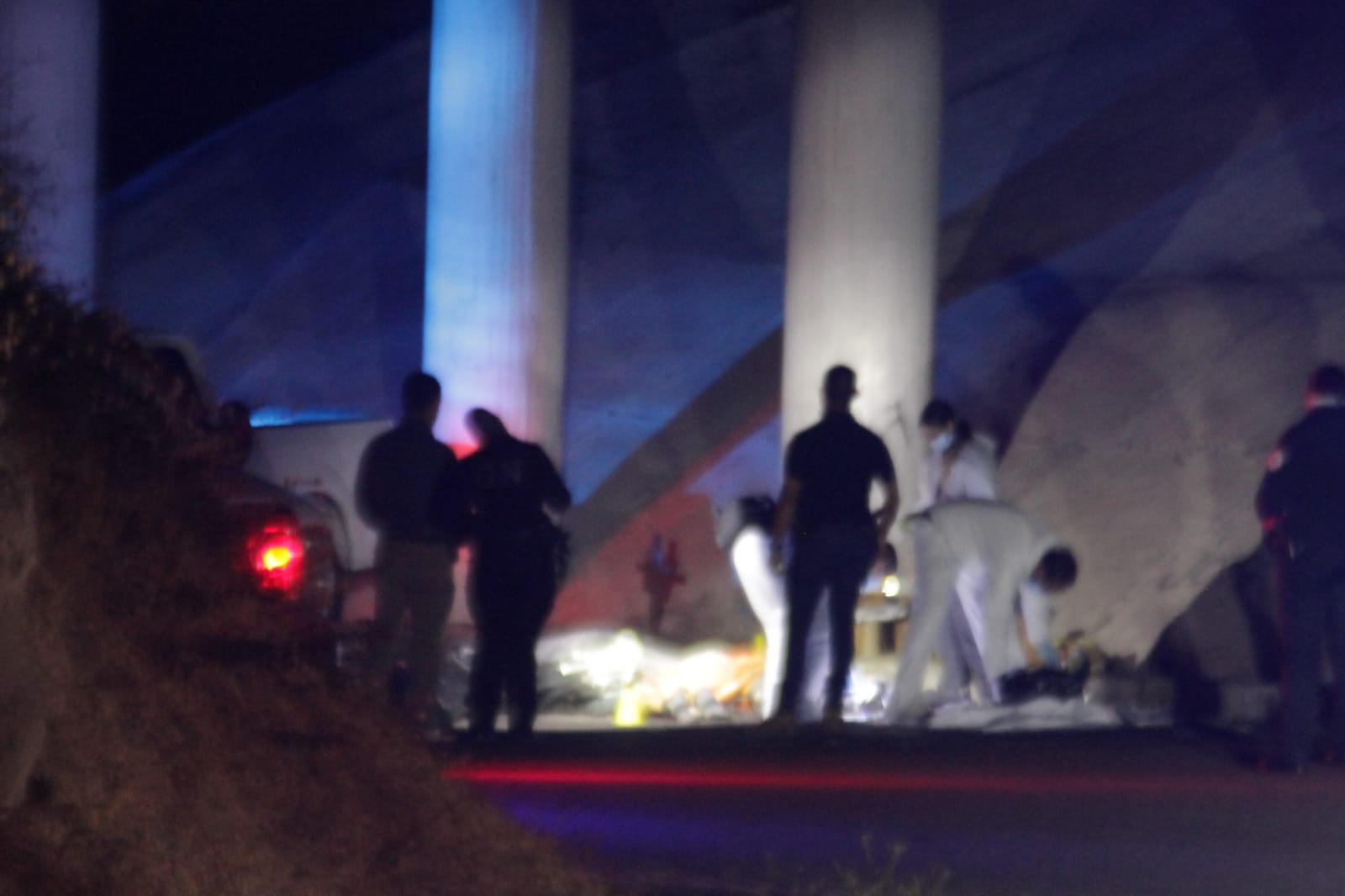 Por andar de secuestradores, ejecutan a 4 los embolsan y los tiran debajo de puente en Tijuana