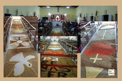 Jovens fazem tapete para o dia de Corpus Christi