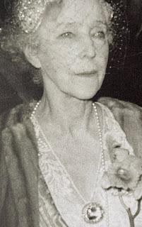 diamond bandeau tiara queen elisabeth belgium altenloh aquamarine brooch