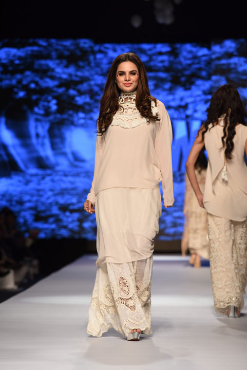 TFPW15, Fashion week Pakistan 2015, SS15, spring summer 15, Trend, Fnkasia, Freedom collection, Macrame, Crochet, White Bohemian dresses, White Lace dresses, Fashion, Pakistan Fashion, Fashion Blog, red alice rao, redalicerao