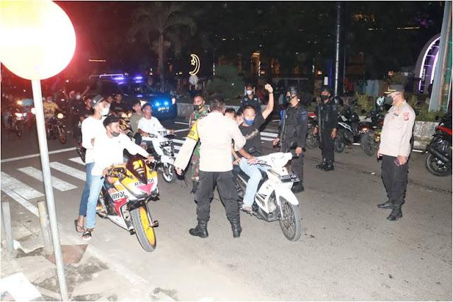 TNI-Polri Amankan Malam Takbiran di Kota Ambon