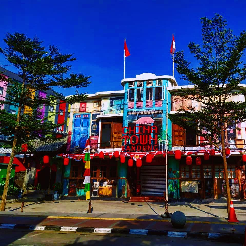 Berselfie Ria Sambil Kulineran Asik di Chinatown Bandung