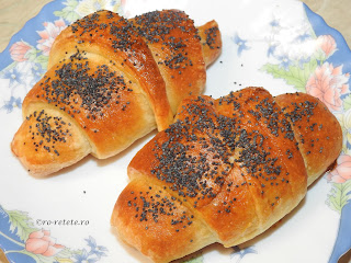 Cornuri cu branza si mac reteta de casa retete culinare sarbesti si frantuzesti croissante croasant croasanti croissant cornulete chifle aluat fraged pufos sarat patiserie paine mancare,