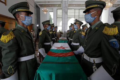 """The Algerian soldiers at the official reception of the resistance fights """"Reuters"""""""
