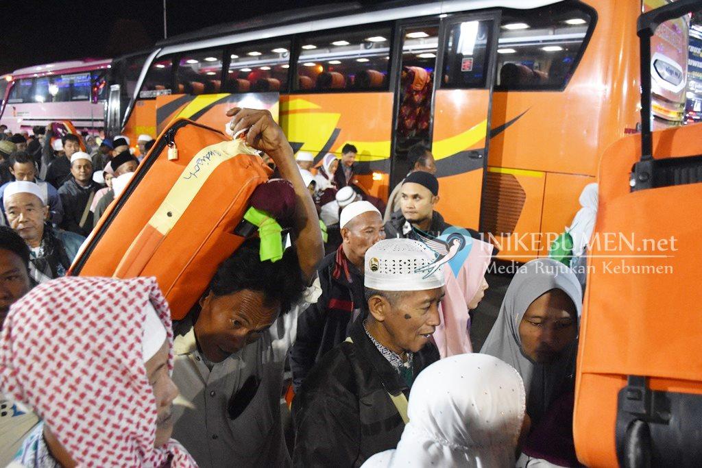 Tiba di Tanah Air, Satu Jamaah Haji Asal Kebumen Kloter 20 Dilarikan ke Rumah Sakit