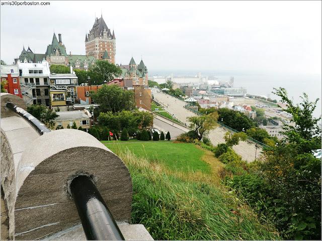 Vistas de la Terraza Dufferin desde la Terrasse Pierre-Dugua-de Mons en Quebec