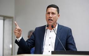 Servidor da saúde chama prefeito Noronha de ladrão