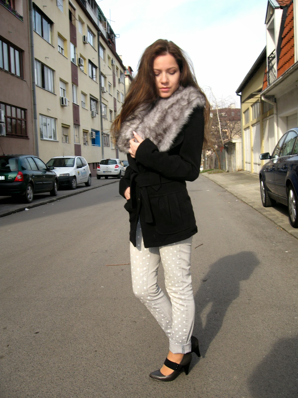 outfit, grey jeans with polka dots, black coat, grey faux fur collar, zara shoes, zara strappy heels, zara pointed heels