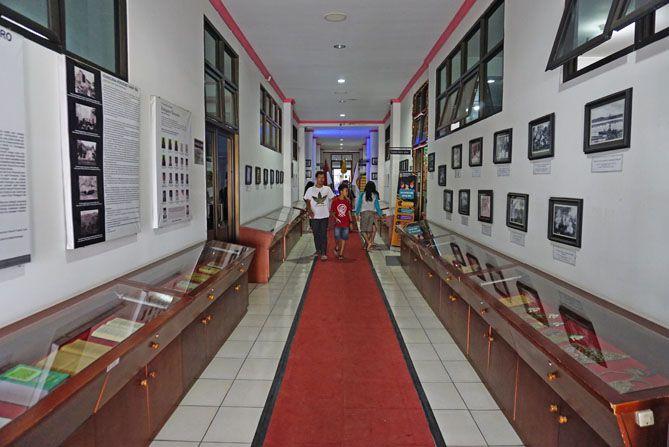 Melintasi lorong Wonosobo Corner