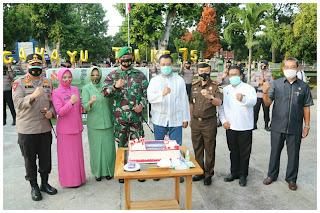 HUT TNI Ke-75, Kapolda dan Forkopimda NTB Beri Suprise Kepada Danrem 162/WB