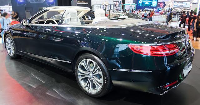 Đuôi xe Mercedes S500 Cabriolet thiết kế mềm mại, góc cạch