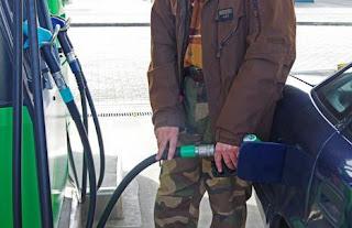 Zła wiadomość dla kierowców. Szykujcie portfele, ceny ropy wciąż szybują