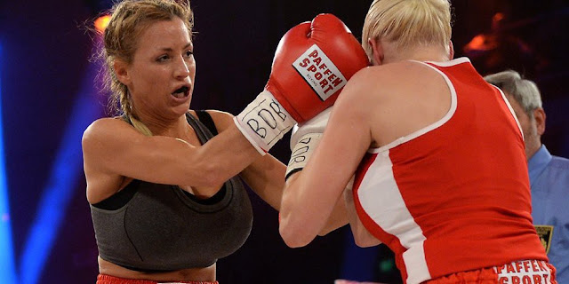 jordan-carver-vs-melanie-muller-boxing-fight-photo
