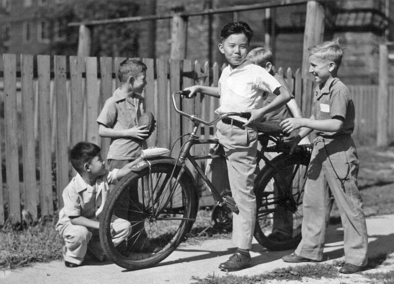 Vintage Photos of Japanese-American Life After the War in the 1940s