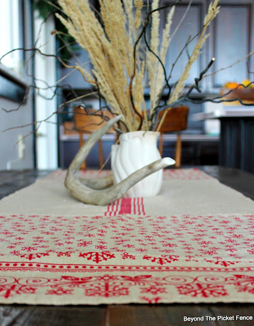 table runner, Christmas, DIY, ideas, Christmas towels, Christmas decor, http://bec4-beyondthepicketfence.blogspot.com/2015/11/12-days-of-christmas-day-5-table-runner.html