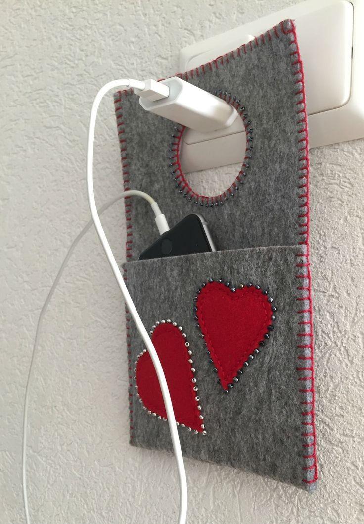 Para a mãe que ama o celular, suporte para carregar celular de feltro